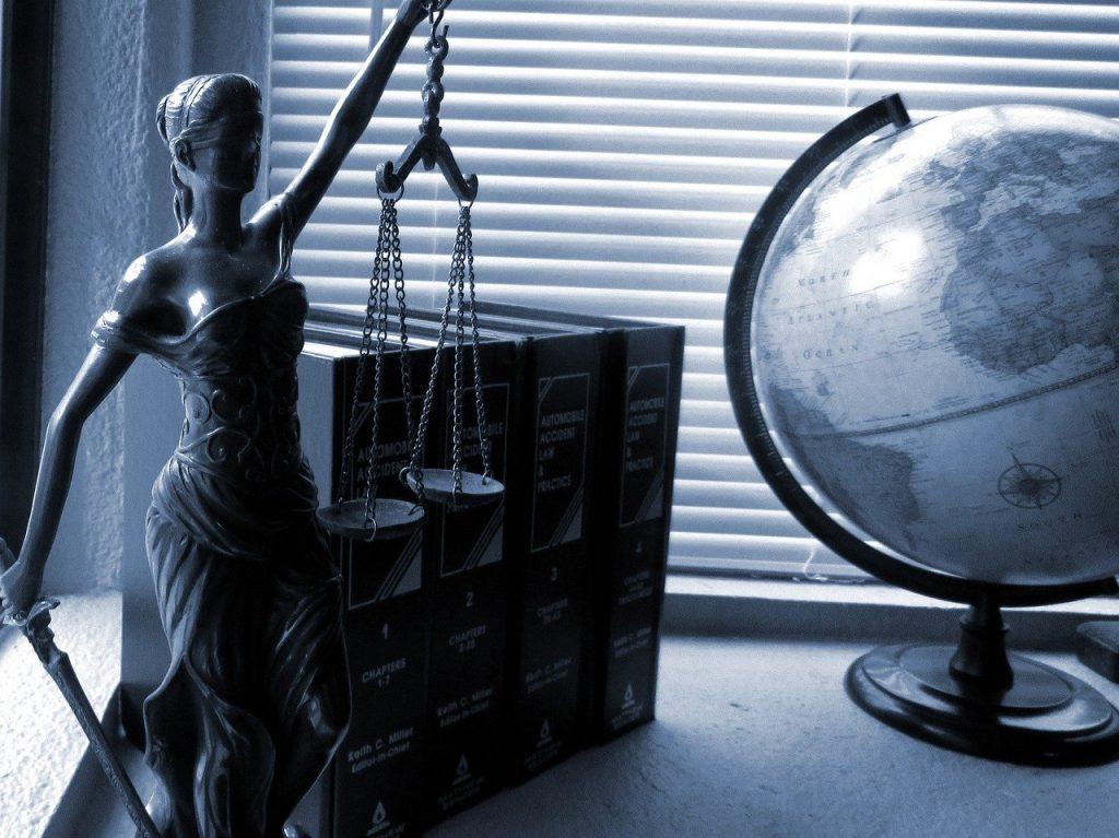 Conoce lo que debes hacer para denunciar La dama de la Justicia